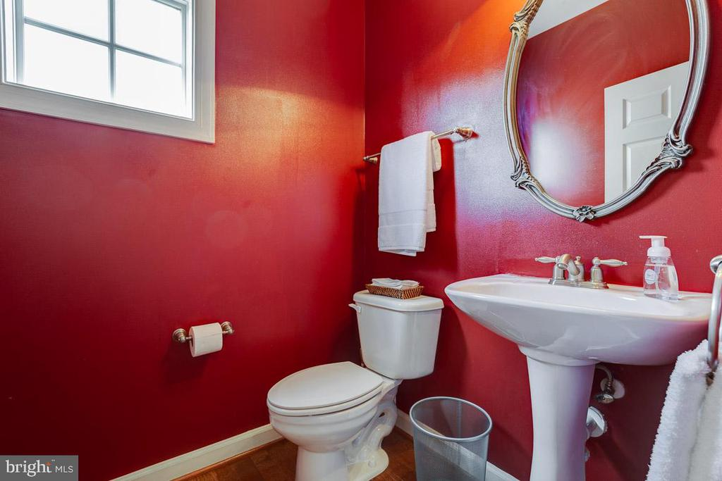 First  Floor Powder Room - 41777 PURPOSE WAY, ALDIE