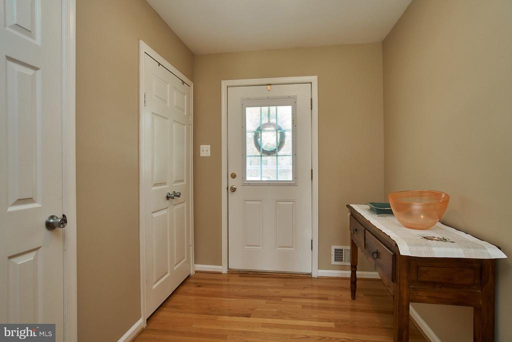 Entry Foyer with Hardwood - 6011 TICONDEROGA CT, BURKE