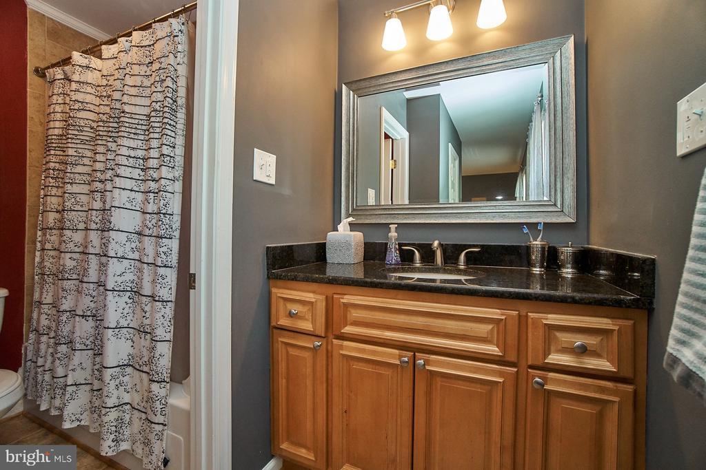 Adjoining Master Bathroom - 6011 TICONDEROGA CT, BURKE