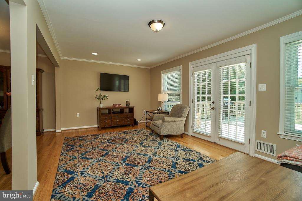 Recessed Lights in the Living Room - 6011 TICONDEROGA CT, BURKE