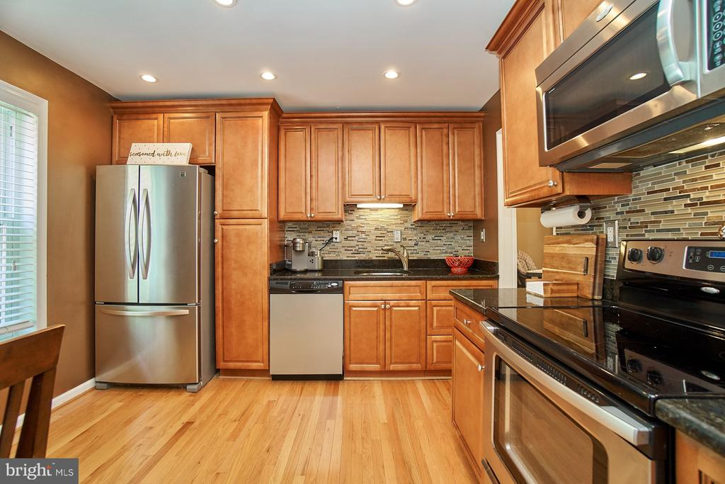 Remodeled Kitchen with Granite - 6011 TICONDEROGA CT, BURKE