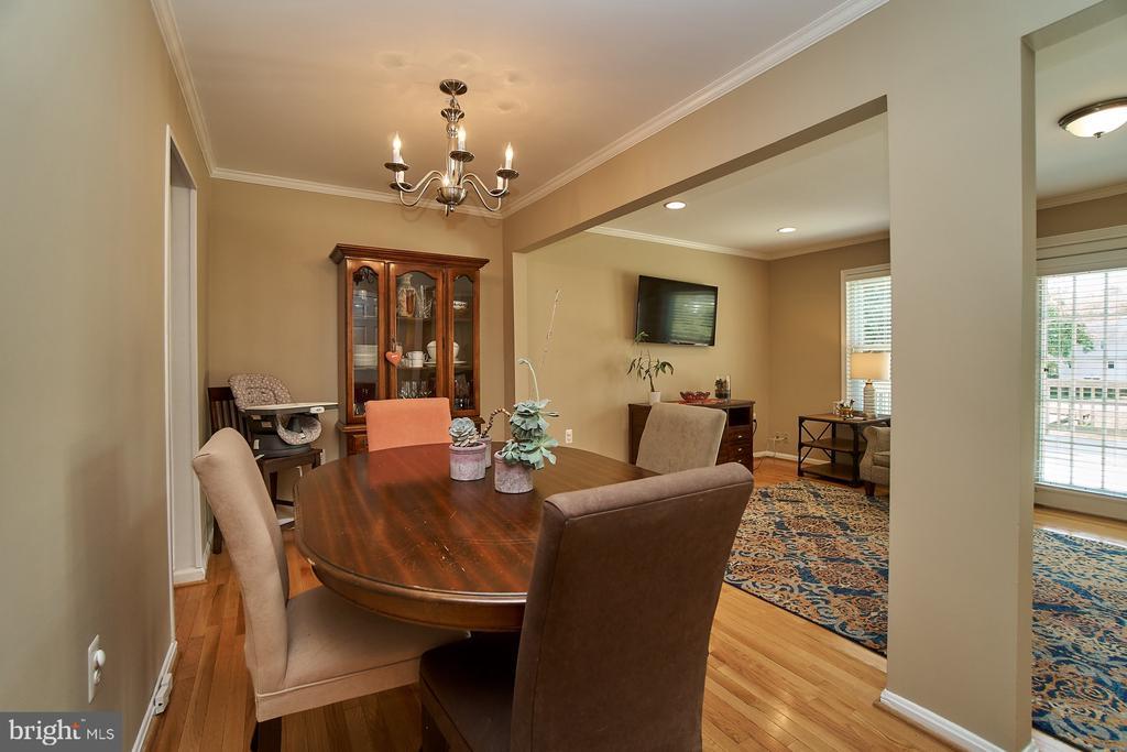 Dining Room with Hardwood - 6011 TICONDEROGA CT, BURKE