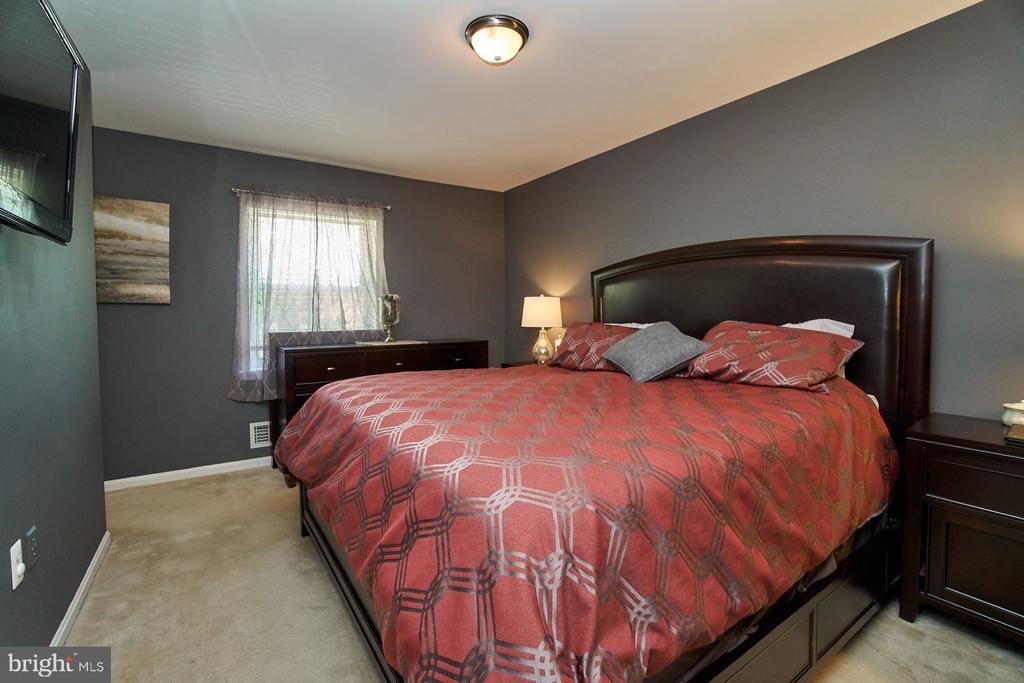 Master Bedroom with Walk-in Closet - 6011 TICONDEROGA CT, BURKE