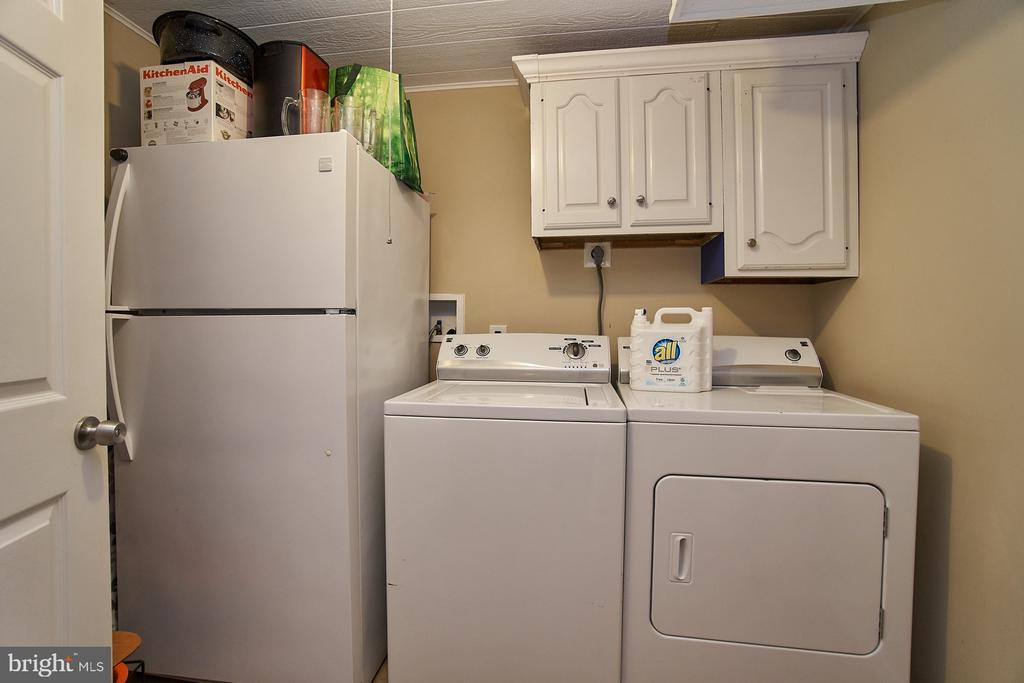 Separate Laundry Space with Cabinets - 6011 TICONDEROGA CT, BURKE
