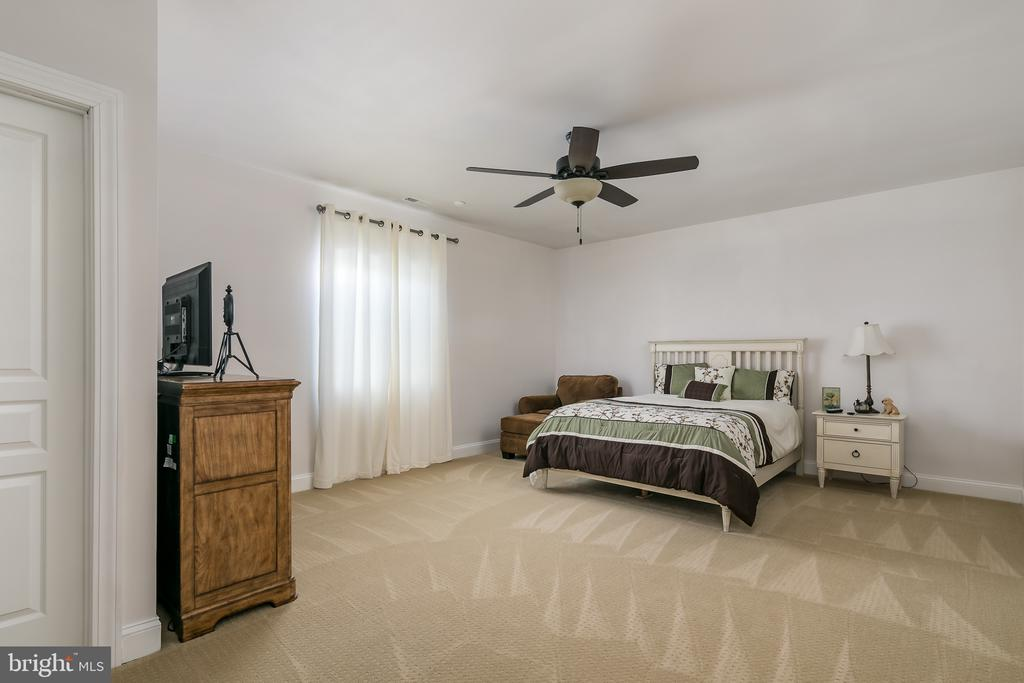 bedroom - 7560 HUNTER WOODS DR, MANASSAS
