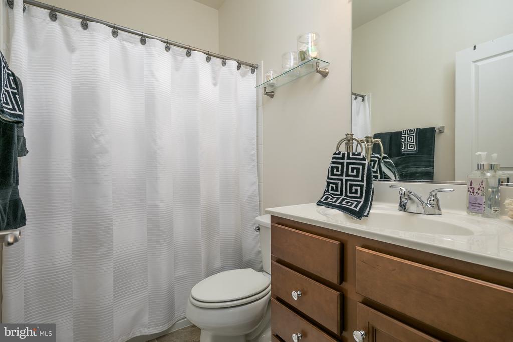 bathroom - 7560 HUNTER WOODS DR, MANASSAS