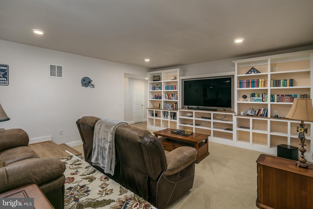 basement custom shelving - 7560 HUNTER WOODS DR, MANASSAS