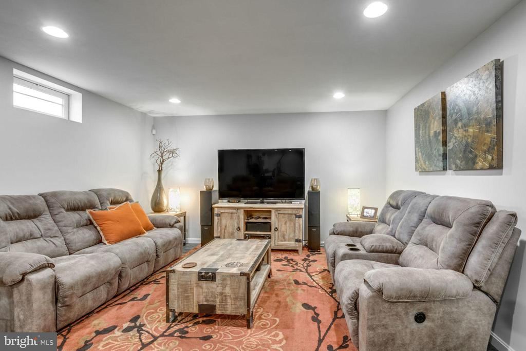 Fully finished basement w/ open layout - 21486 PLYMOUTH PL, ASHBURN