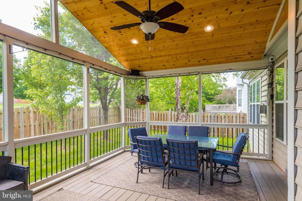 Gorgeous Screened-in porch! - 21486 PLYMOUTH PL, ASHBURN