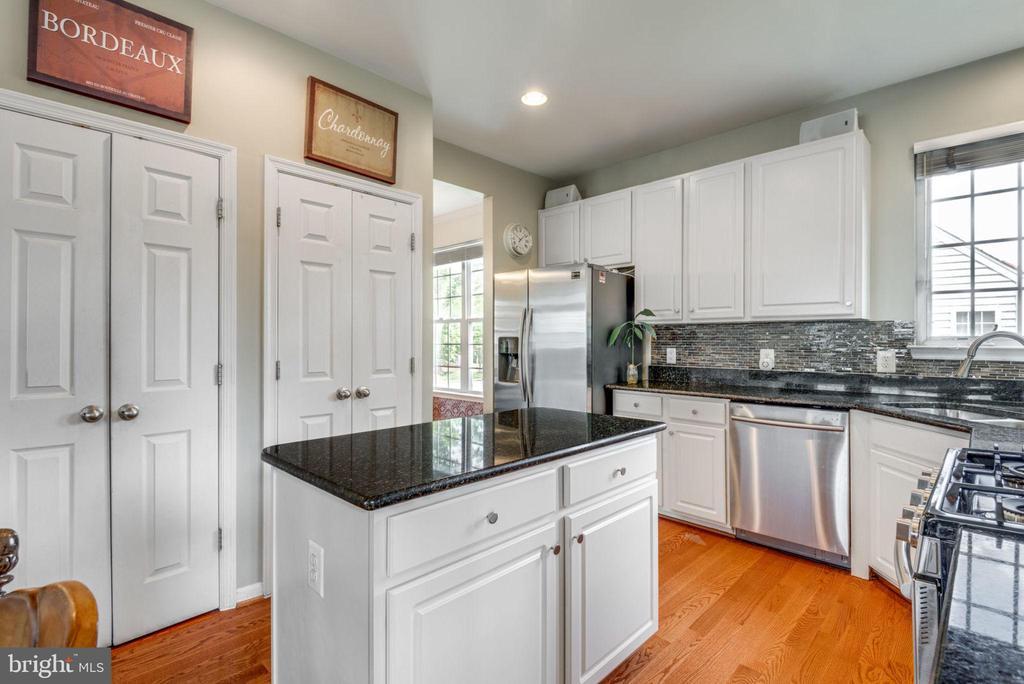 Beautifully updated Kitchen - 21486 PLYMOUTH PL, ASHBURN