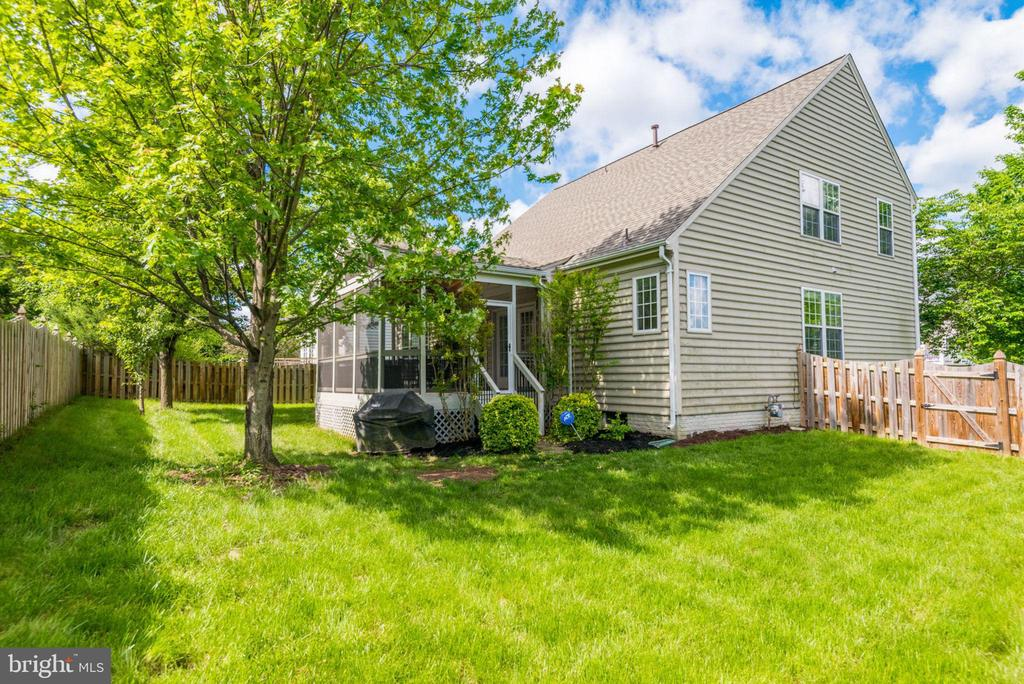 Private, Fenced Yard with Plenty of Space - 21486 PLYMOUTH PL, ASHBURN