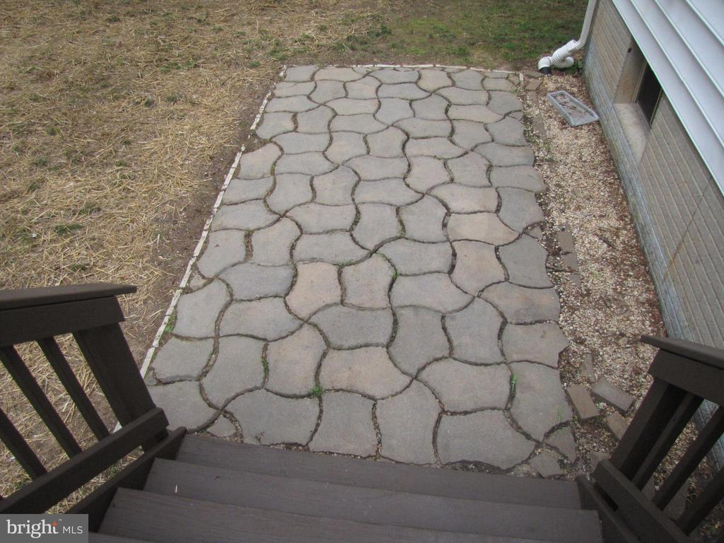 Patio off deck - 1472 MORRIS POND DR, LOCUST GROVE