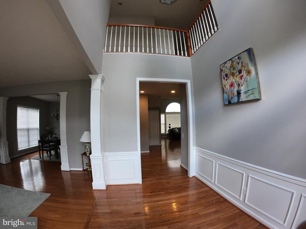 Front Foyer with Hardwood Floor - 5322 SAMMIE KAY LN, CENTREVILLE