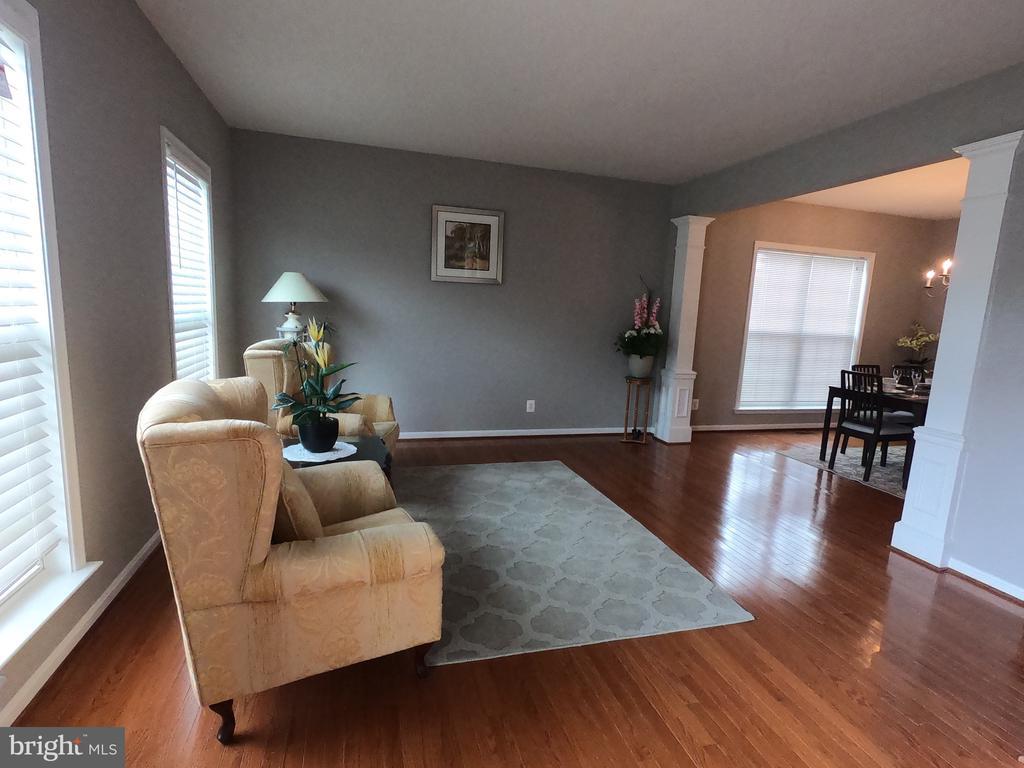 Living room with Hardwood Floor - 5322 SAMMIE KAY LN, CENTREVILLE