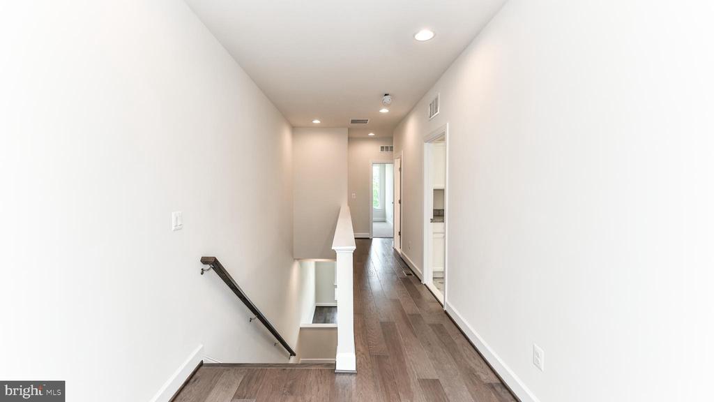 Upper Level Hallway - 20384 ROSLINDALE DR, ASHBURN