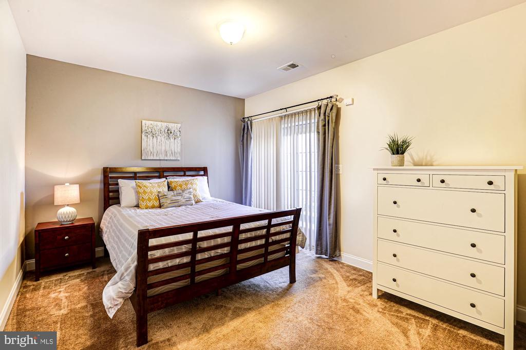 5th legal bedroom in basement - 16800 ANCHOR BEND CIR, WOODBRIDGE