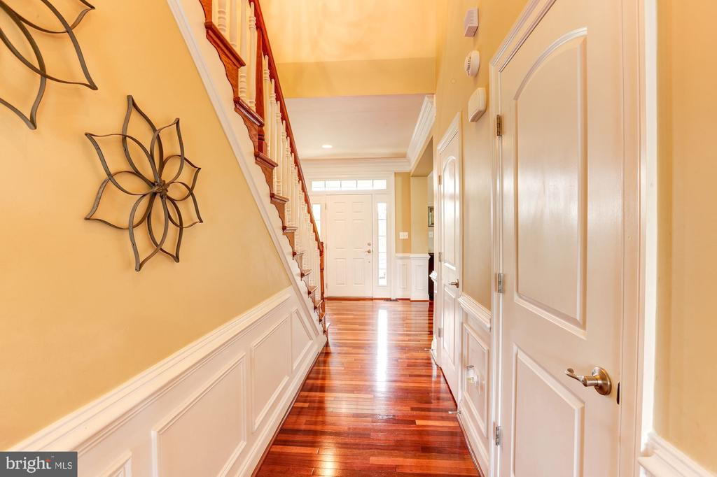 Gleaming cherry hardwood floors - 16800 ANCHOR BEND CIR, WOODBRIDGE