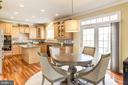 Eat in kitchen with slider to patio - 16800 ANCHOR BEND CIR, WOODBRIDGE