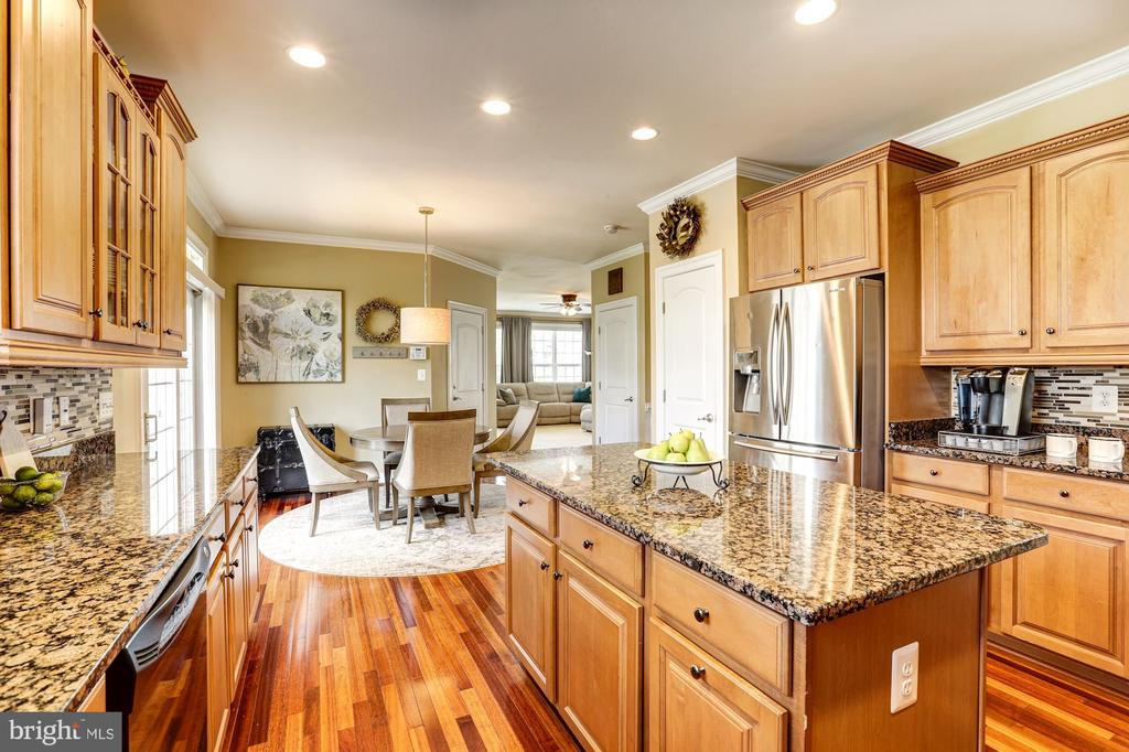 Kitchen has spacious island & pantry - 16800 ANCHOR BEND CIR, WOODBRIDGE