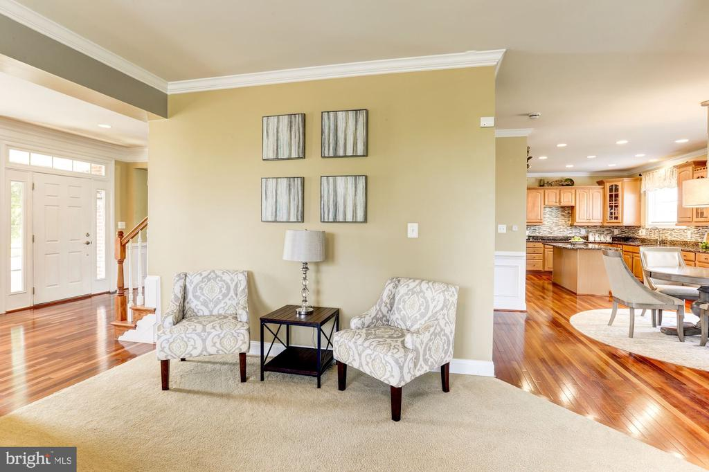 Family room opens to kitchen - 16800 ANCHOR BEND CIR, WOODBRIDGE