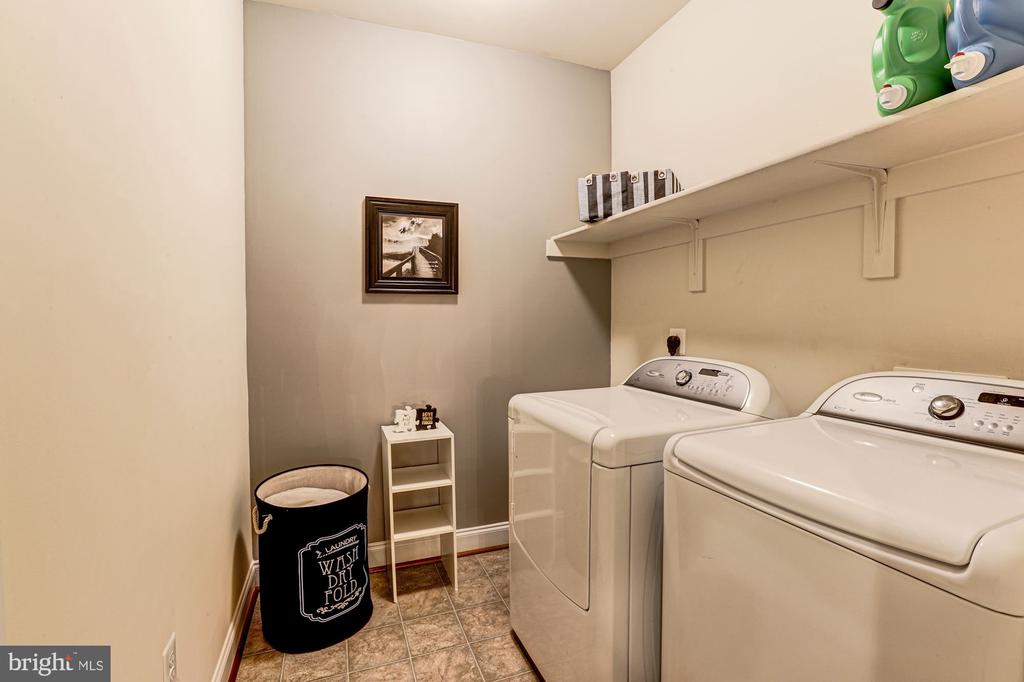 Bedroom/upstairs level laundry - 16800 ANCHOR BEND CIR, WOODBRIDGE