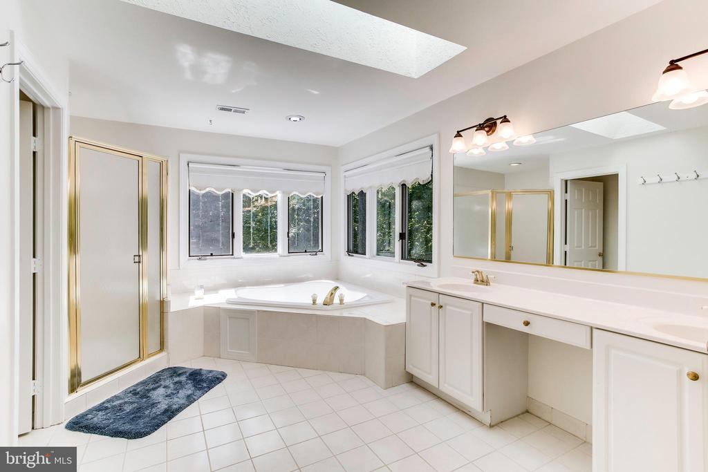 Master bathroom - 1144 ROUND PEBBLE LN, RESTON