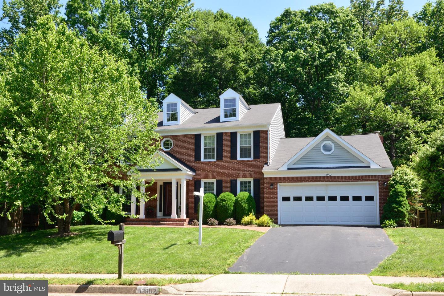 Single Family for Sale at 13902 Marblestone Dr Clifton, Virginia 20124 United States