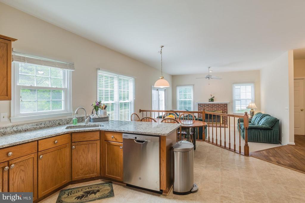 Perfect for entertaining - 18 WESTHAMPTON CT, STAFFORD