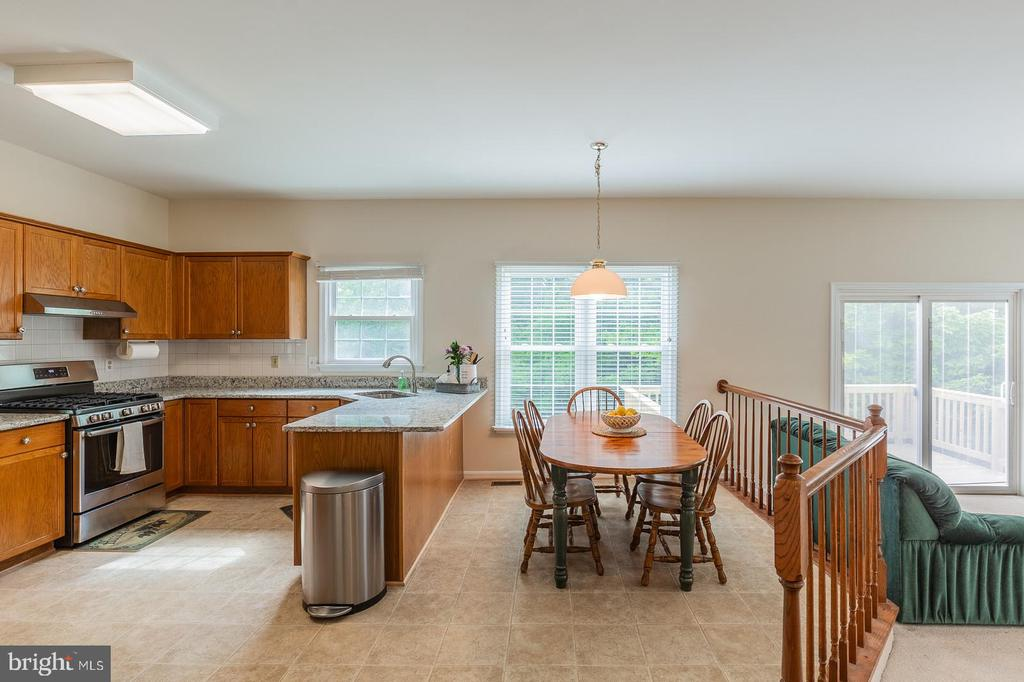 Plenty of natural light! - 18 WESTHAMPTON CT, STAFFORD