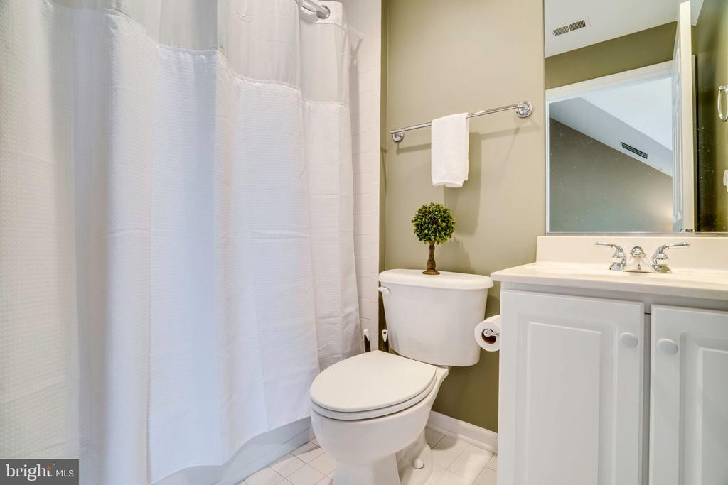 4th floor full bathroom with tub - 738 FORD'S LANDING WAY, ALEXANDRIA