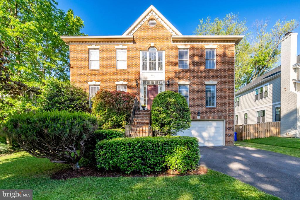894 N HARRISON STREET, Arlington, Virginia