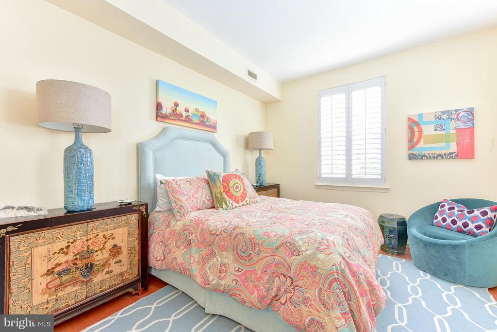 Second Bedroom Suite - 621 ST ASAPH ST N #103, ALEXANDRIA