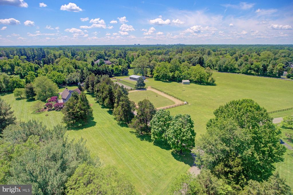 Unequalled Great Falls property and location - 9421 CORNWELL FARM DR, GREAT FALLS