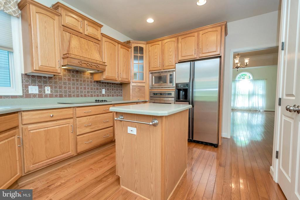 Kitchen with plenty of storage - 430 BIRDIE RD, LOCUST GROVE