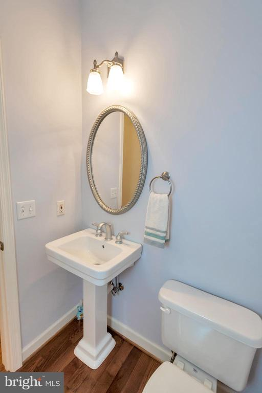 Main-level powder room - 430 BIRDIE RD, LOCUST GROVE