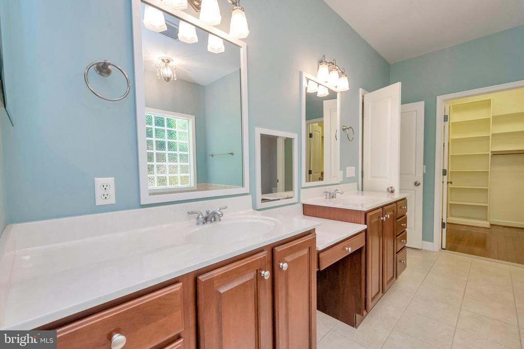 Double-sink & vanity (main master) - 430 BIRDIE RD, LOCUST GROVE