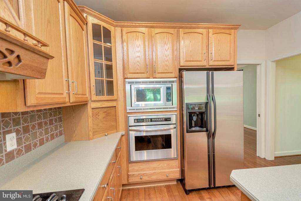 Built-in oven & microwave - 430 BIRDIE RD, LOCUST GROVE