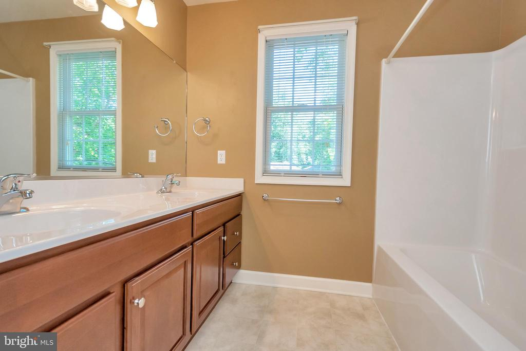 3rd full bath with double-sink - 430 BIRDIE RD, LOCUST GROVE
