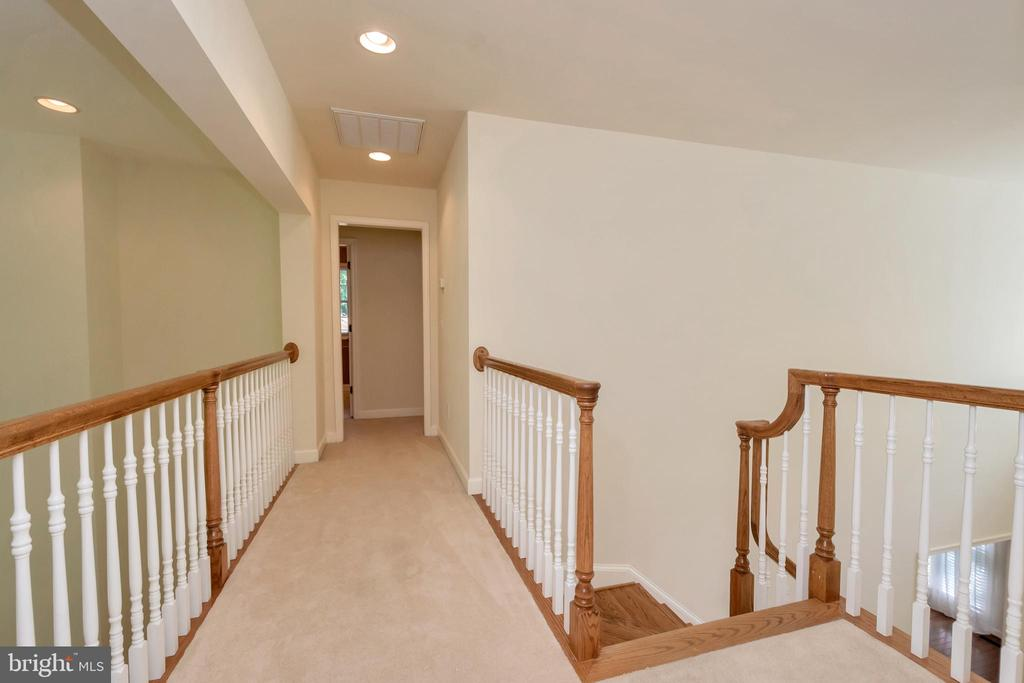 Breezeway, catwalk second level - 430 BIRDIE RD, LOCUST GROVE