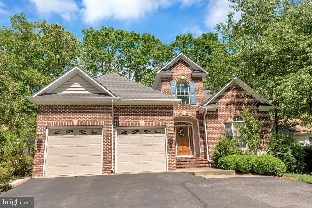 Brick-front transitional, custom golf-course home - 430 BIRDIE RD, LOCUST GROVE