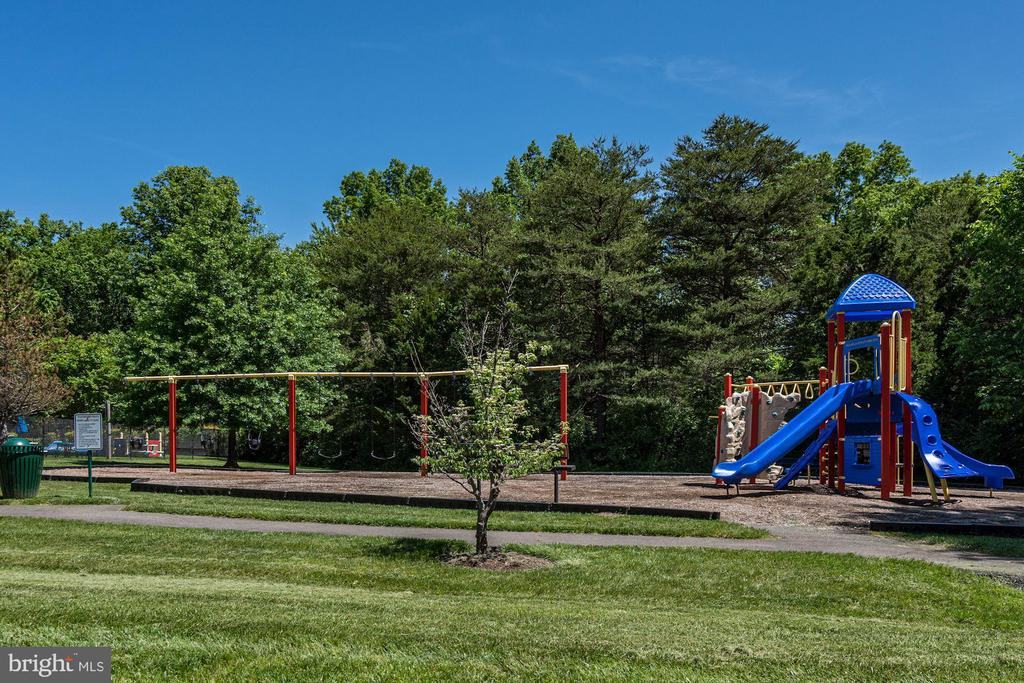 Community Playground - 46758 WOODMINT TER, STERLING
