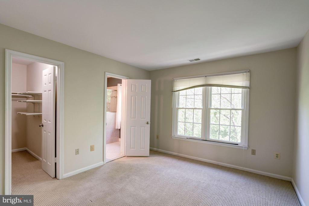 Master Bedroom with WalkIn Closet & Large Bathroom - 46758 WOODMINT TER, STERLING