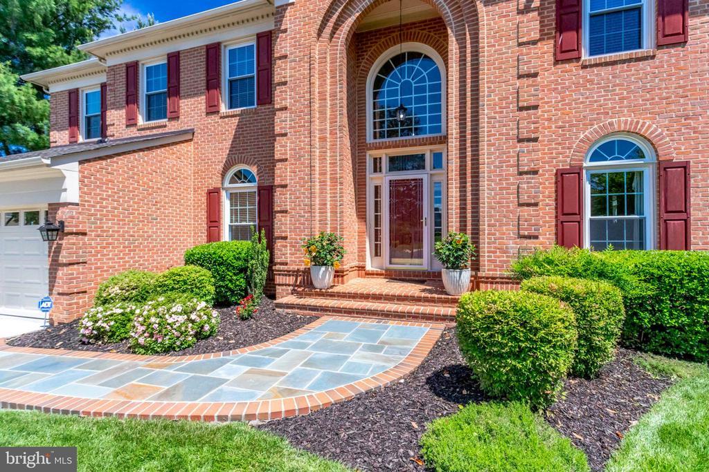 Stone Walkway and manicured  bushes - 7900 GREENEBROOK CT, FAIRFAX STATION