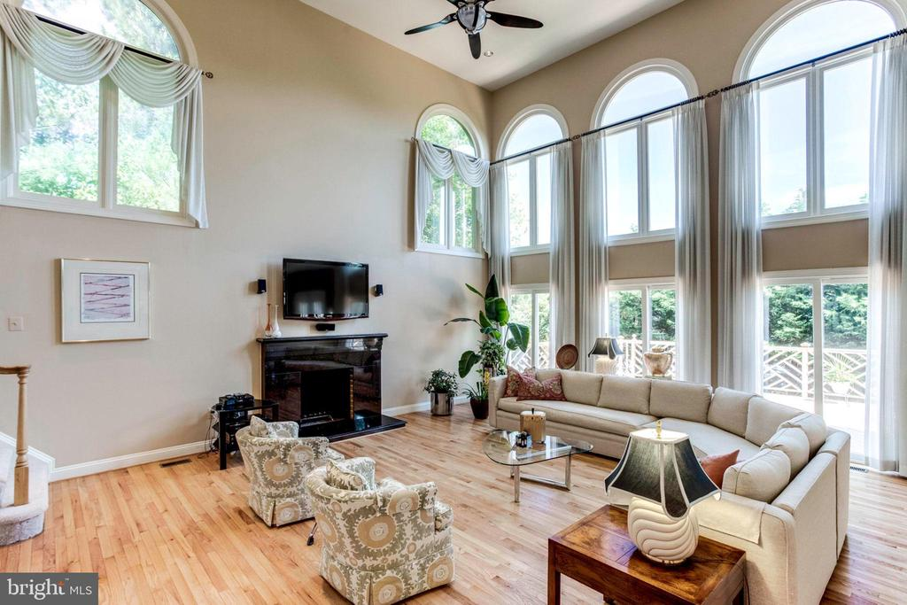 Great Room/ Cathedral Ceiling/ Palladian Windows - 7900 GREENEBROOK CT, FAIRFAX STATION