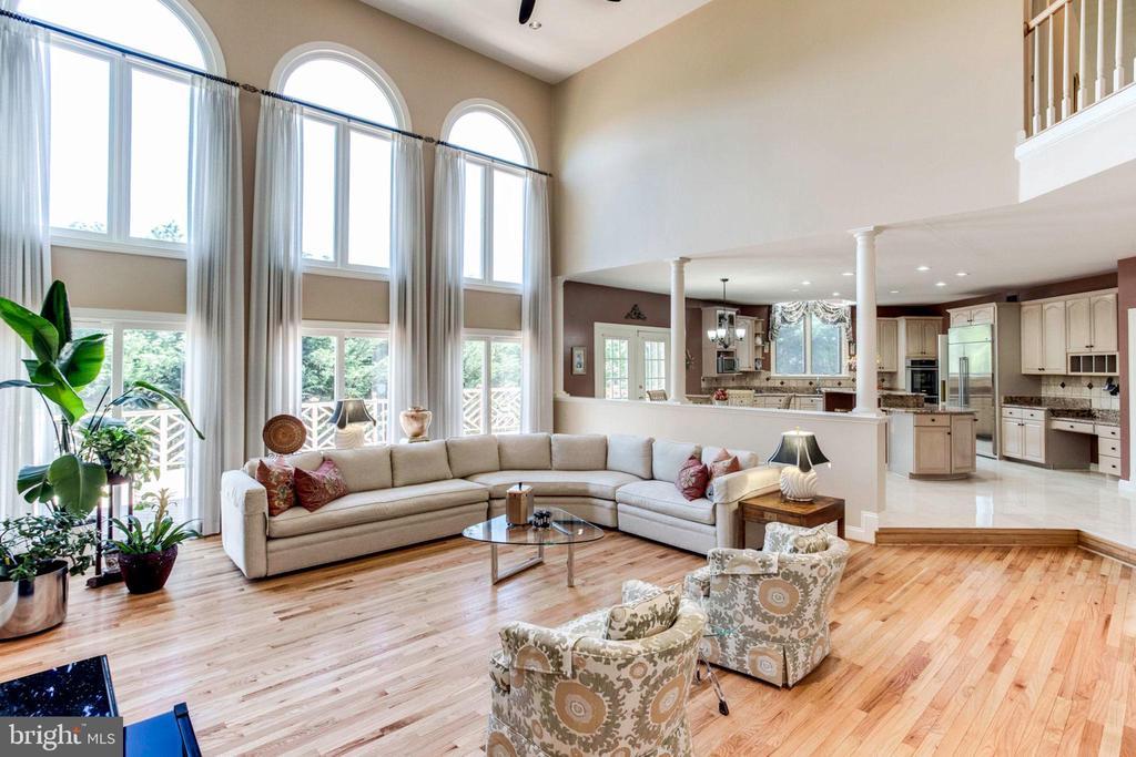 Open Floor Plan with Beautiful Bamboo Floors - 7900 GREENEBROOK CT, FAIRFAX STATION