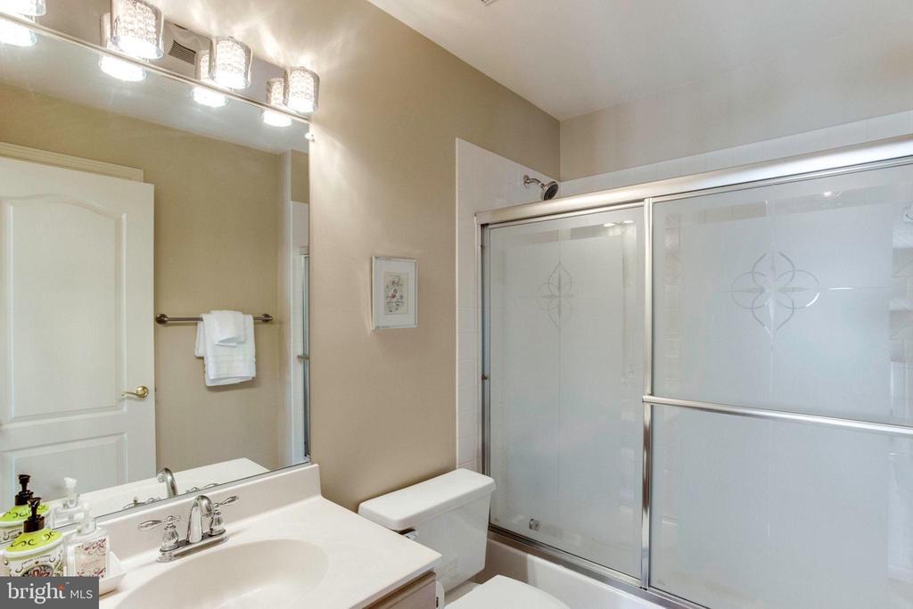 Bathroom 2 - 7900 GREENEBROOK CT, FAIRFAX STATION
