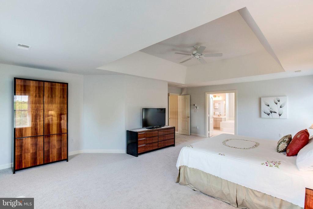 Master Bedroom view 3 - 7900 GREENEBROOK CT, FAIRFAX STATION