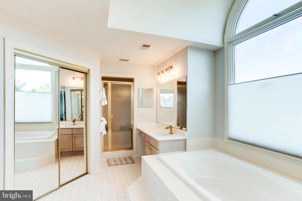 Master Bath Shower - 7900 GREENEBROOK CT, FAIRFAX STATION