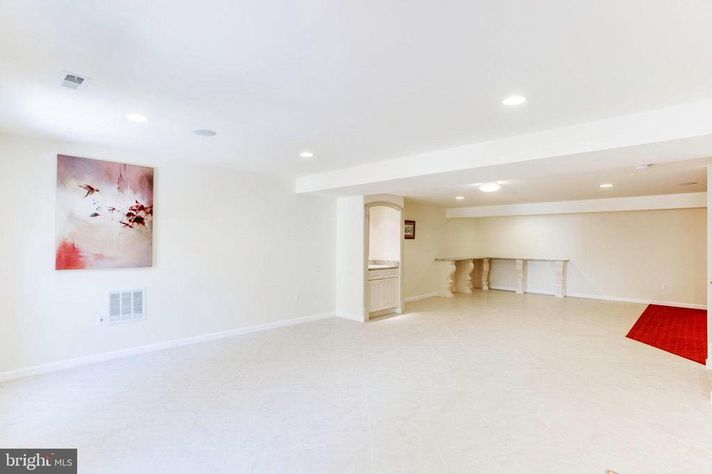 Basement with Built Ins - 7900 GREENEBROOK CT, FAIRFAX STATION