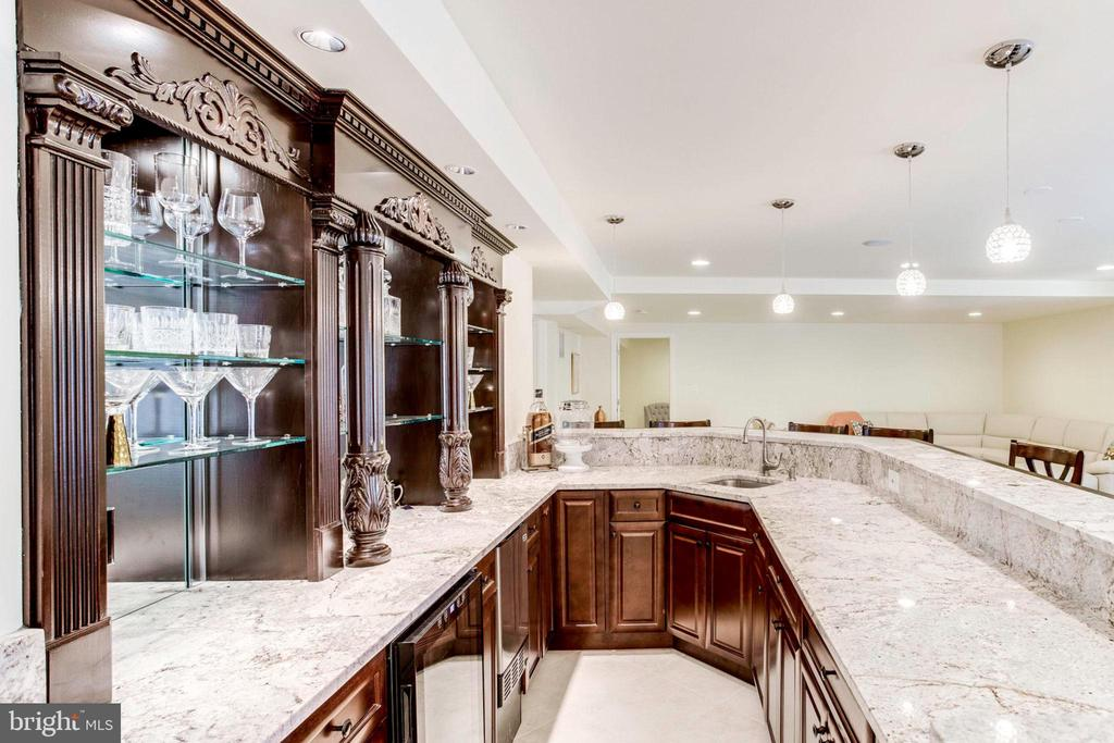 Wow - Bar with Mini Fridge and loads of cabinets - 7900 GREENEBROOK CT, FAIRFAX STATION